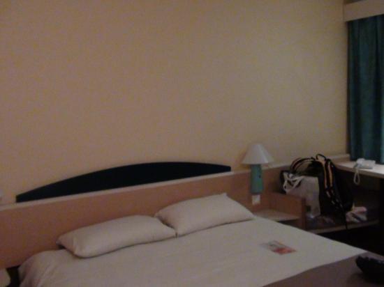 Ibis Lourdes : Room2
