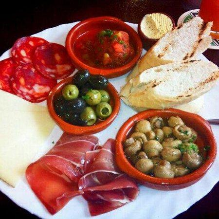 La Mancha: 13 euros worth of delicious tapas!!