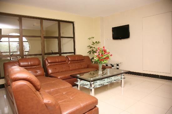 Nairobi Transit Hotel: Lobby