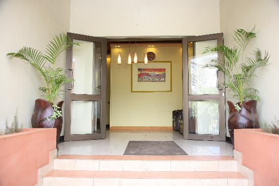 Nairobi Transit Hotel: Hotel Entrance