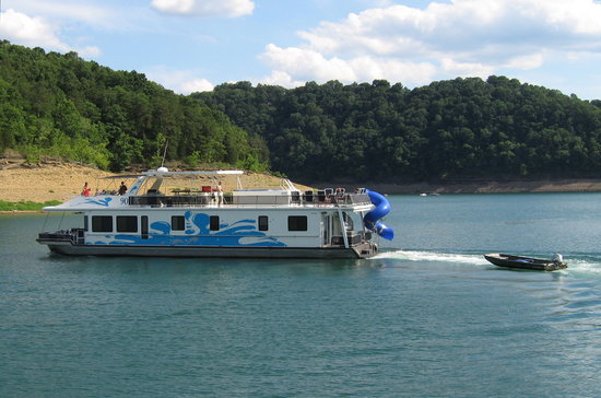 Jamestown, KY: Let your worries slip away on beautiful Lake Cumberland in Russell County, KY