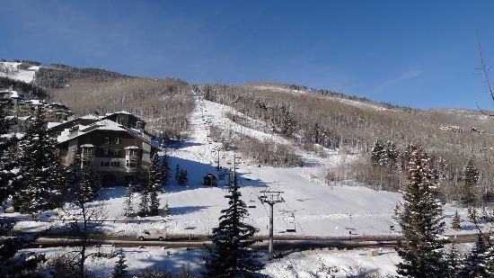 Elkhorn Lodge: Ski lift, view from our balcony
