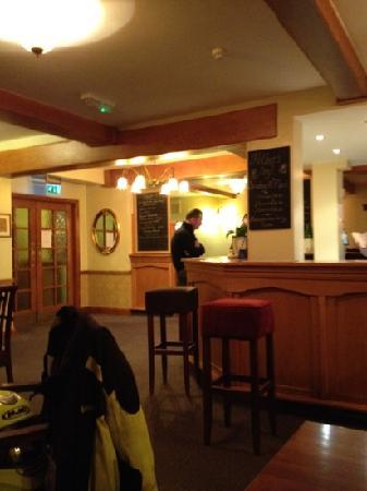 The Royal Oak Hotel: very clean, nicely lit and relaxed surroundings
