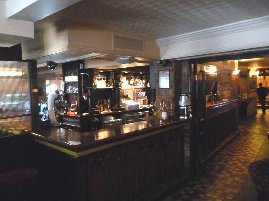 Kilford Arms Hotel: PV's Bar