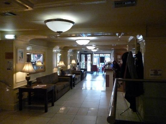 Kilford Arms Hotel: Foyer & reception