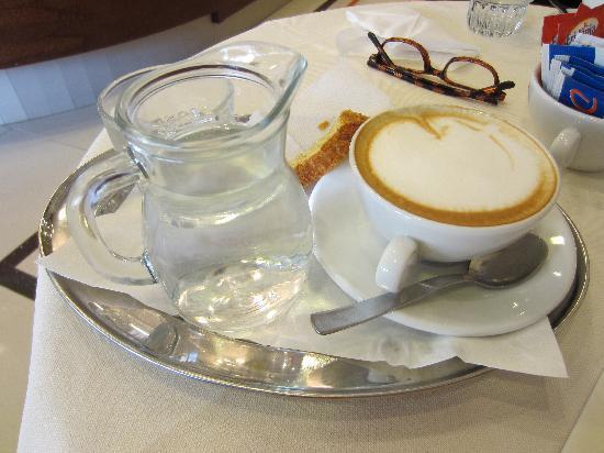 Le Cafe: cappuccino 2