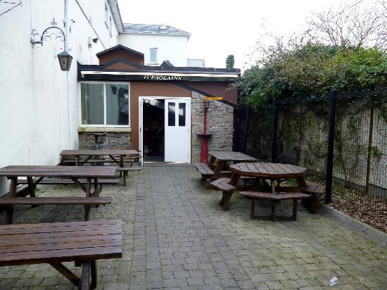 Kilford Arms Hotel: O'Faolain's beer garden
