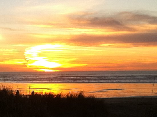 Ocean Inn at Manzanita: Sunset from unit 101.