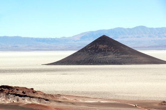 Tolar Grande, Argentina: Salar d'Arizaro: le cône d'Arita