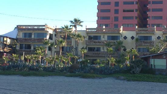 Los Pelicanos Hotel : VISTA DEL HOTEL DESDE LA PLAYA.