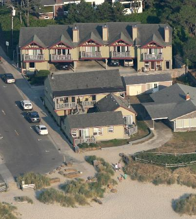Ocean Inn at Manzanita: Ocean Inn from the air!