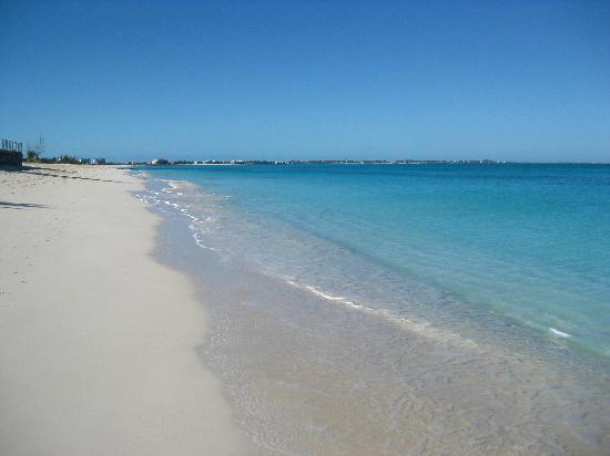 Grace Bay: Another crowded day in Paradise