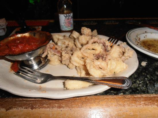 Mamma D's Restaurant: Mamma's calamari ,with marinara so good .