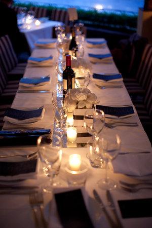 Lindoni's Ristorante: Romantic table setting