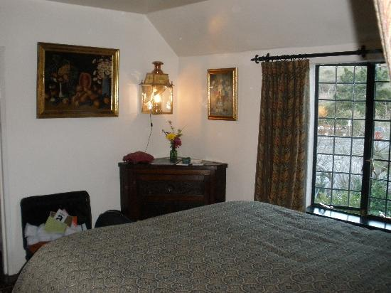 The Pelican Inn: Another view of room 6