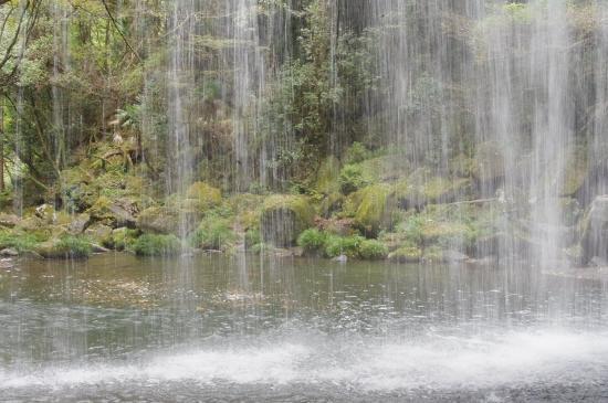 Nabegataki : 滝の裏