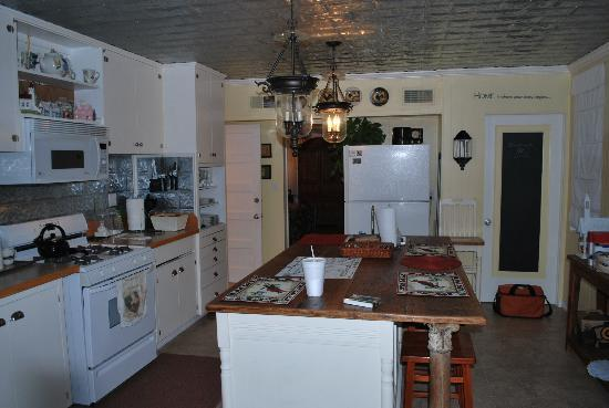 202 and Cottage: What a fabulous Kitchen!!