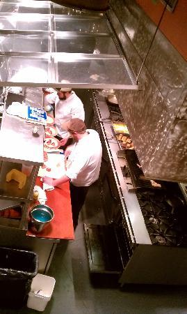 Greenville, Güney Carolina: watching the chefs at Soby's Restaurant