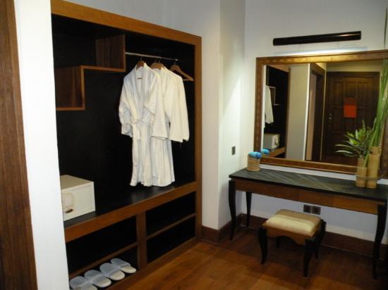 Aureum Palace Resort & Spa Inle : Dressing area
