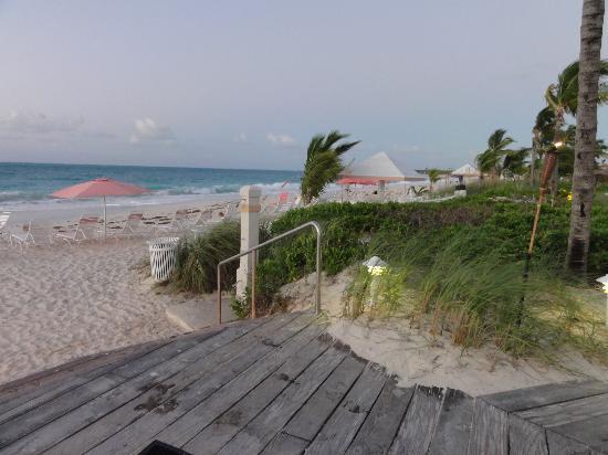 Ocean Club West: Beach access from the beachside bar and restaurant