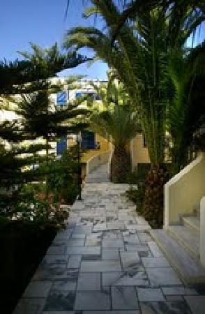 Hermes Hotel: Walkway