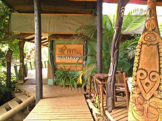 Hotel Manavai: Entrance/front porch