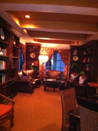 Oxford Suites Pismo Beach: library