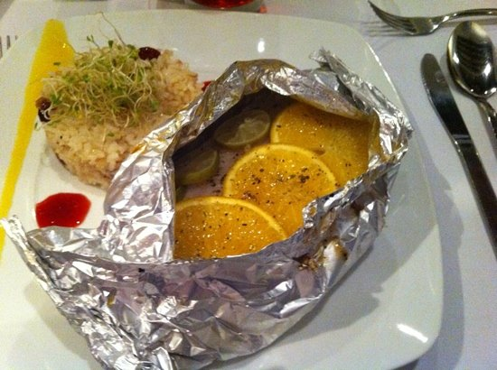 Mestizo: Perfectly moist fish in a foil packet with citrus.  Yummy