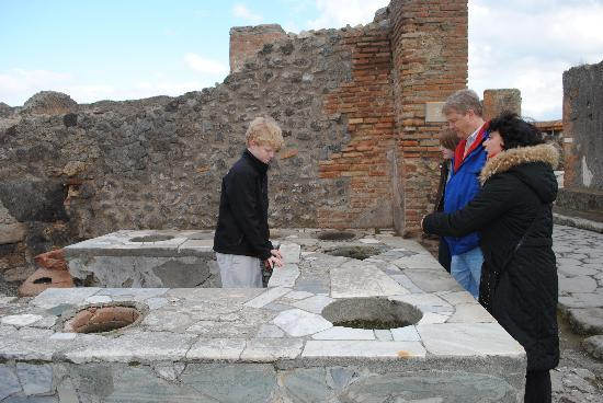 Lucia Pompeii Guide Tours: Ancient Fast Food Counter