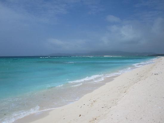 Hatenohama: 遊泳区域の反対側。泳げないけど美しい色。