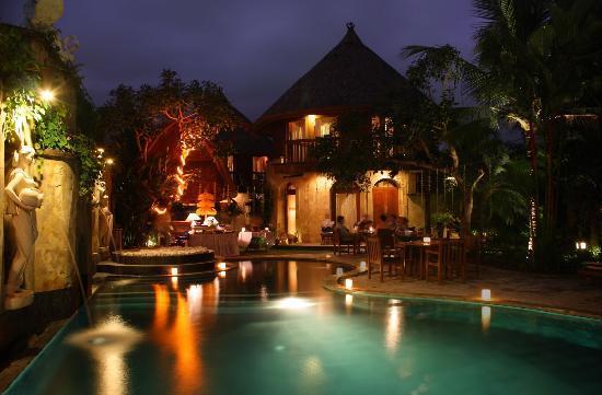 Dewani Villa: Night atmosphere