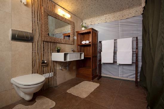 The Fern Creek: Bathrooms inside the villas