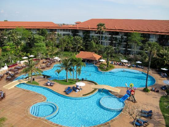Angkor Palace Resort & Spa: Pool View