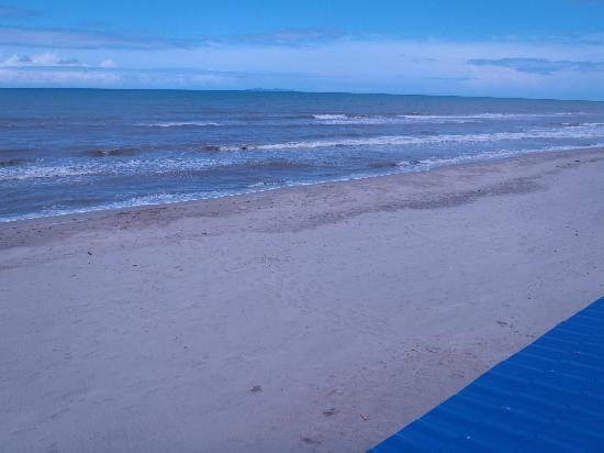Diving Pelican Inn: great beach