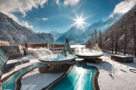 Aqua Dome - Tirol Therme Laengenfeld: AQUA DOME im Winter