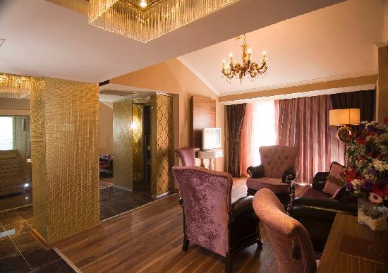 Adenya Hotel: King Suit Saloon