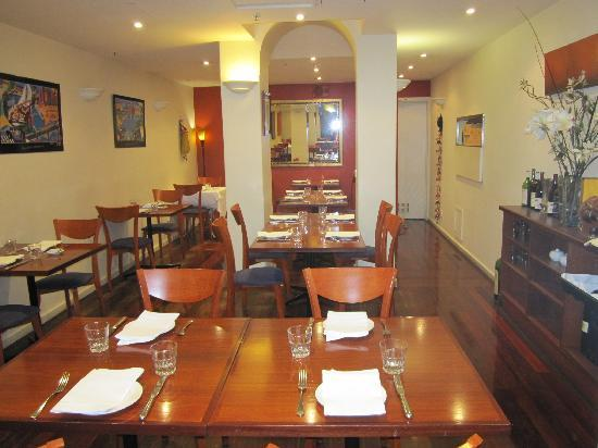 Curry Vault Indian Restaurant and Bar: dining-middle
