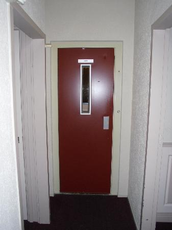 Hotel Asterisk: ascensor edificio principal