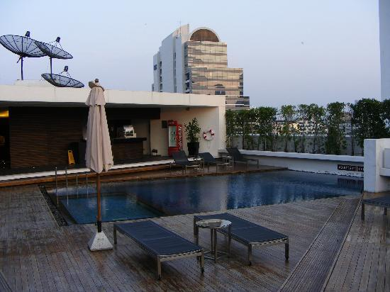 Oakwood Residence Sukhumvit Thonglor: piscina sul tetto