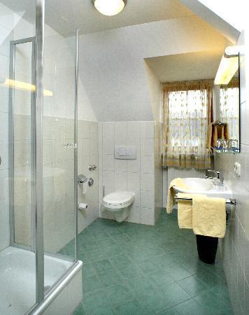 Gasthof Lerner: Standard+ Badezimmer