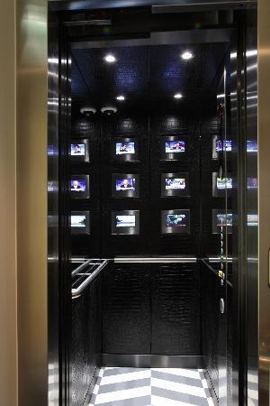เอ็คเคิลส์ตั้น สแควร์ โฮเต็ล: Hi-tech lift