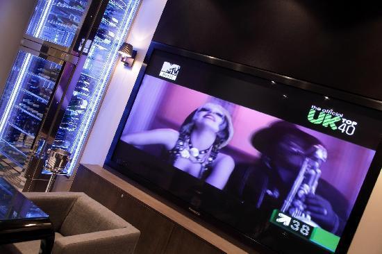 เอ็คเคิลส์ตั้น สแควร์ โฮเต็ล: Media Lounge