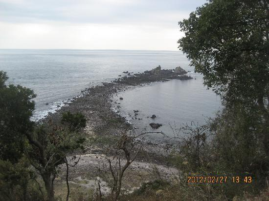 Manazuru-machi, Japan: 真鶴半島の三ツ石