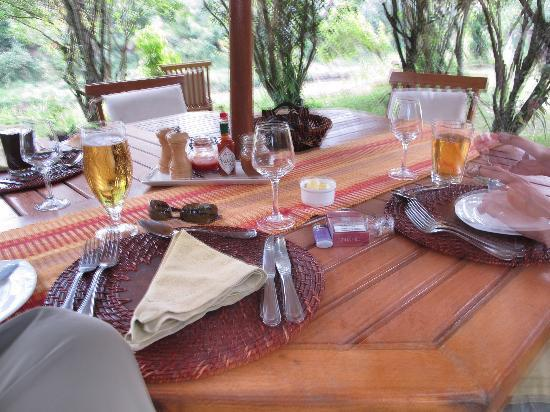 Mara Ngenche Safari Camp: Outdoor, delicious meals every day