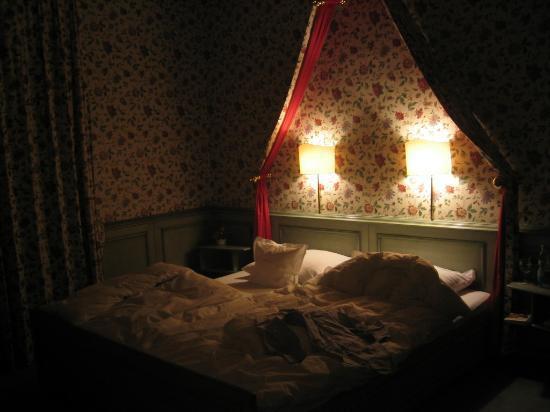 Hotel Oberkirch: Hotelzimmer abends