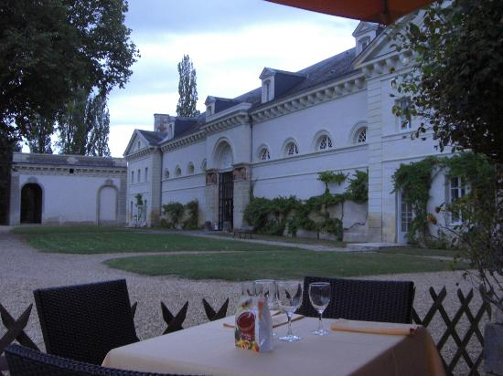 Chateau Golf des Sept Tours: Restaurant near the pool