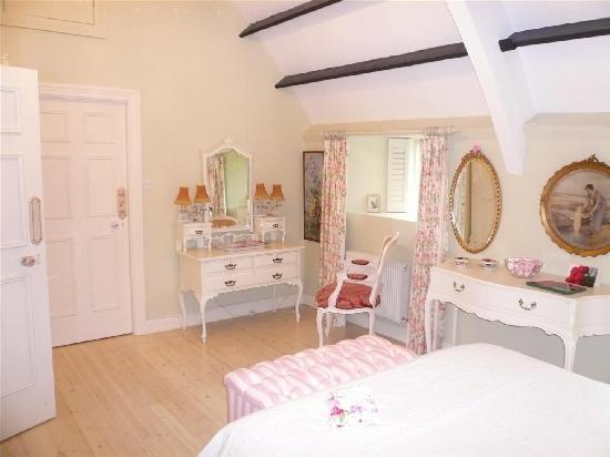 Weir Haven : Rose Bedroom