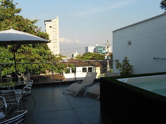 Geo Hostel: terrasse avec jacuzzi