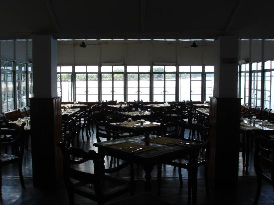 Polonnaruwa Resthouse: Dining room - colonial scent