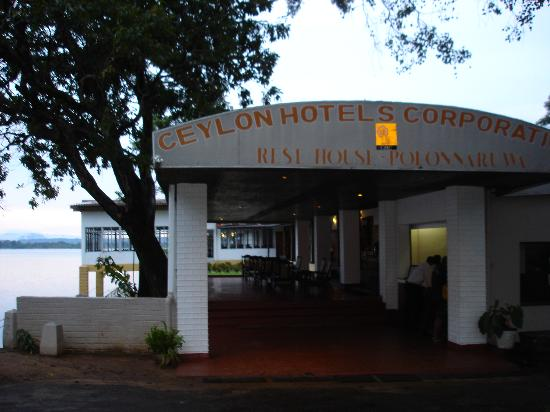 Polonnaruwa Resthouse : Rest House entrance
